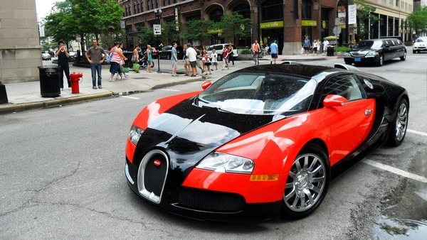 Bugatti Veyron in downtown Chicago